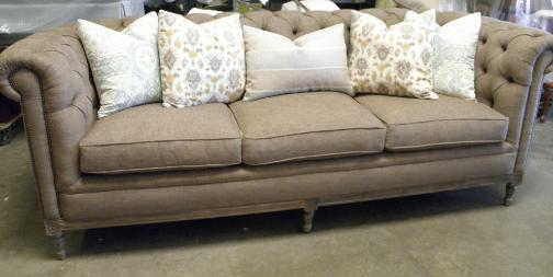 TUFTED SOFA WITH PILLOWS